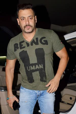 Awww! Salman Khan holds first screening of Sultan for family members at Light Box