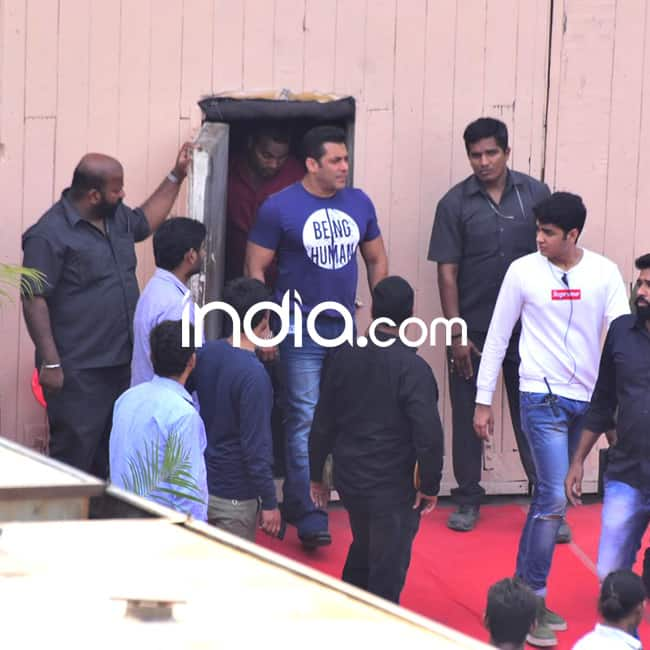 Salman Khan on sets of Yamla Pagla Deewana 3