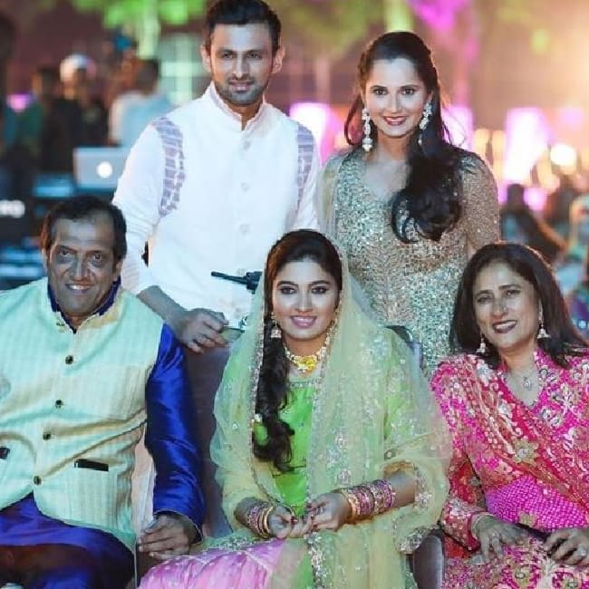 Sania Mirza With Husband Shoaib Malik At Sister Anam Mizas Wedding