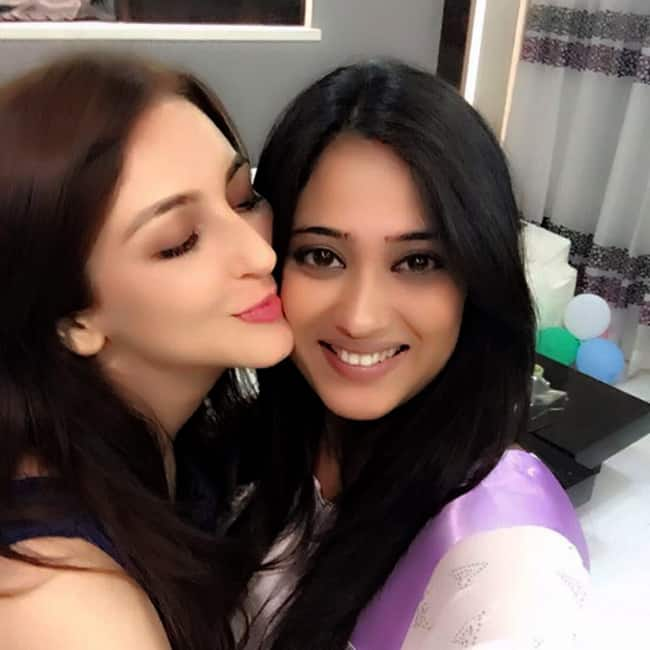 Saumya Tandon Kissing Mommy To Be Shweta Tiwari Mommy To