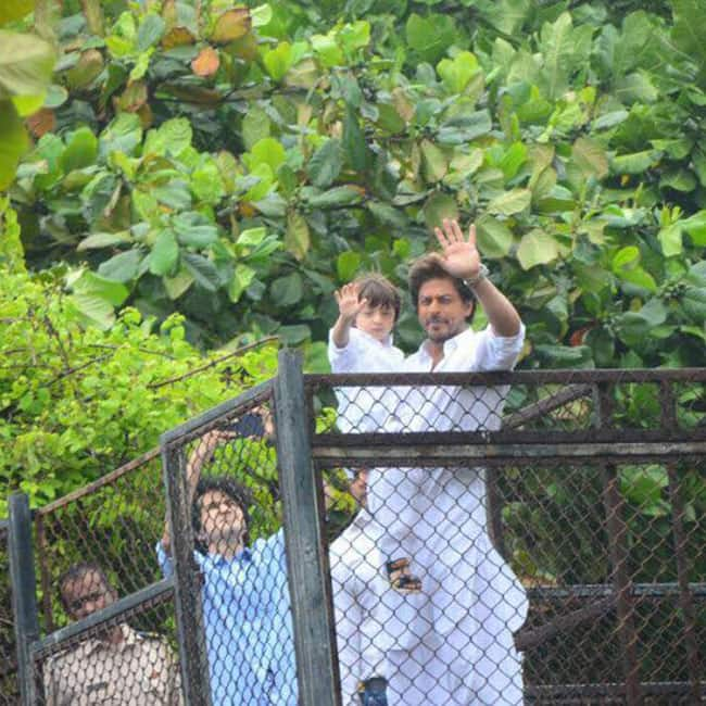 Shah Rukh Khan and Abram celebrating Eid with fans