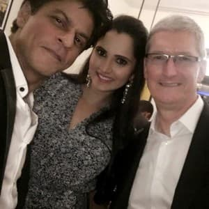 Shah Rukh Khan hosts party for Apple CEO Tim Cook, see pics!