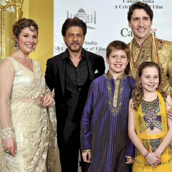 Shah Rukh Khan snapped with Canadian PM Justin Trudeau and his family