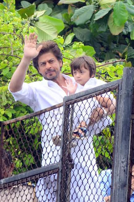 Shah Rukh Khan waving at fans with Abram on Eid