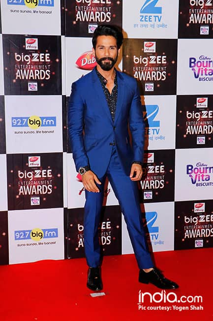 Shahid Kapoor at red carpet of Big Zee Entertainment Awards 2017