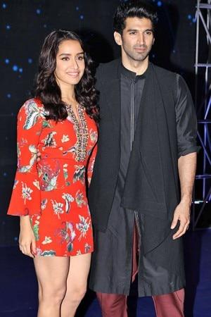Ok Jaanu promotions: Aditya Roy Kapur and Shraddha Kapoor rock the desi look on the sets of Indian Idol 9