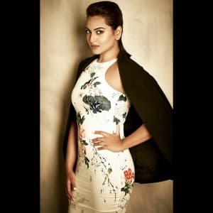 Sonakshi Sinha Flaunting Her Sexy Curves Sonakshi Sinha Hot And