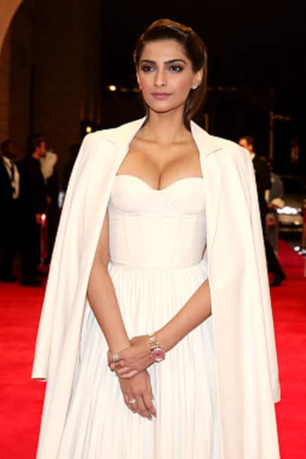 Sonam Kapoor at red carpet of Dubai International Film festival Day 1