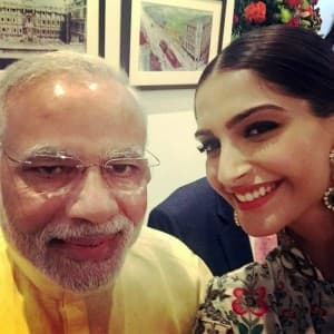 10 pictures which prove that Prime Minister Narendra Modi is obsessed with selfies