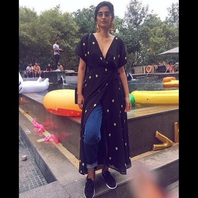 Sonam Kapoor in no make up look