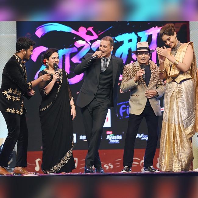 Sonam Kapoor with Akshay Kumar during Padman promotions