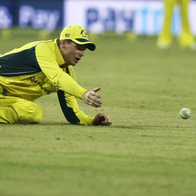 Steve Smith reacts after dropping Hardik Pandya