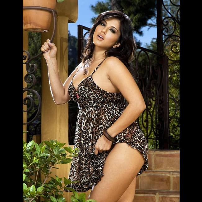 Sunny Leone flaunts her sexy thighs in this picture