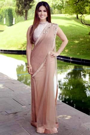 Check out birthday girl Sunny Leone's stunning pictures in saree