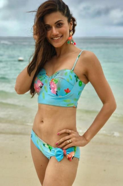 Tapsee Pannu   s bikini still from Aa To Sahi song of Judwaa 2