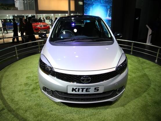 Tata Motors, the homegrown SUV maker unveiled the highly-awaited sub-compact sedan at the Delhi Auto Expo 2016. Codenamed Kite 5, the sub-4 metre sedan will be placed below the Zest sedan and will be a replacement for the aged Tata Indigo eCS.