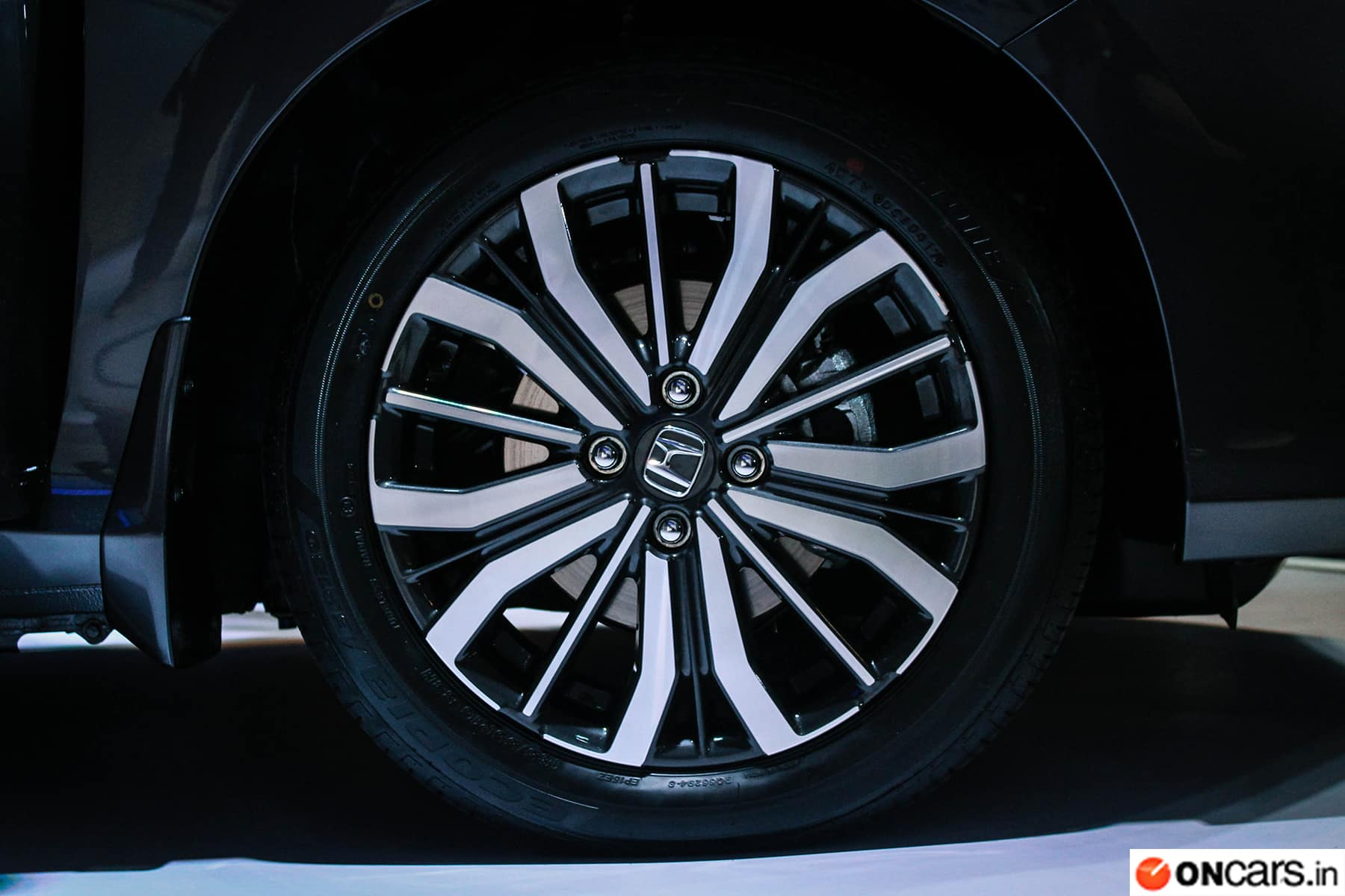 The Honda City Facelift Comes With 16 Inch Diamond Cut Alloy Wheels And Electrically Retractable