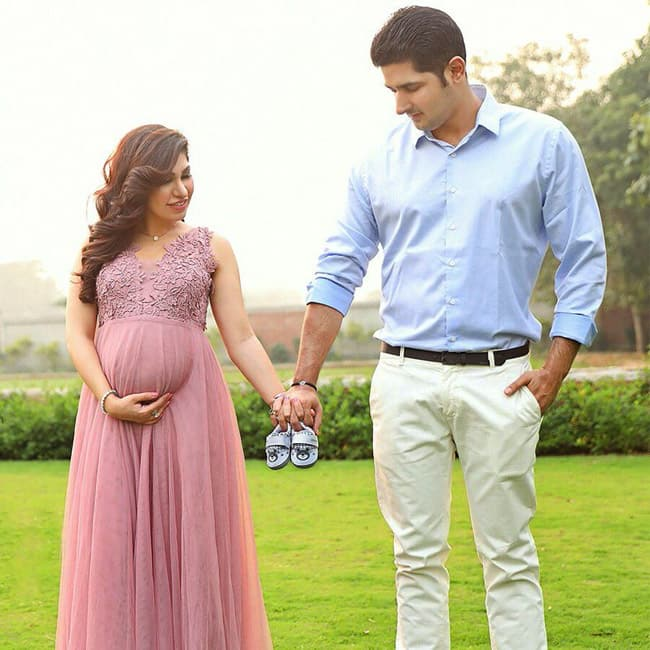 Tulsi Kumar holding hands with husband during cute maternity shoot