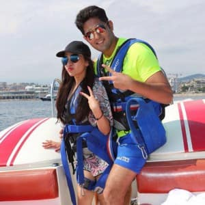 Tulsi Kumar's pics with her hubby Hitesh Ralhan on her France trip will surely give you wanderlust!