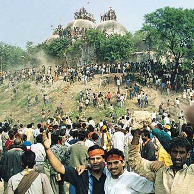 Volunteers helping in Babri Masjid demolition