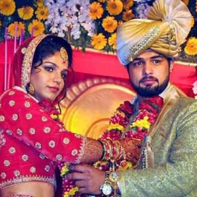 Wrestler Sakshi Malik with husband Satyawart Kadian during their wedding ceremony