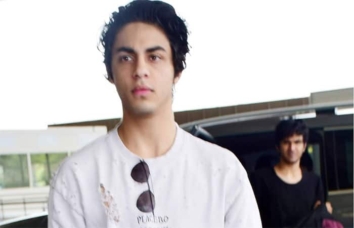 PICS  Aryan Khan looks suave as he heads to Kolkata for the KKR Vs Hyderabad semi final