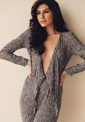 Bollywood News: Netflix Sacred Games Actress Elnaaz Norouzi Looks Sexy in these pictures