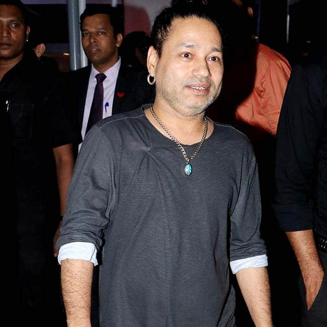 Akshay Kumar  Kangana Ranaut  Mukesh Ambani Spotted at Special Screening of Chalo Jeete Hain