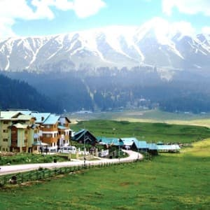 These 7 Hill Stations in India Enjoy Snowfall During Summers