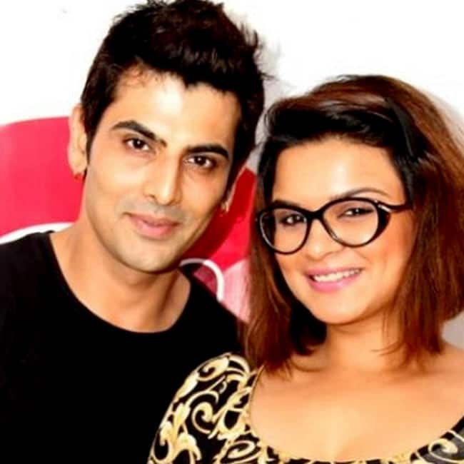 A click of actress Aashka Goradia and Rohit Bakshi during their old times