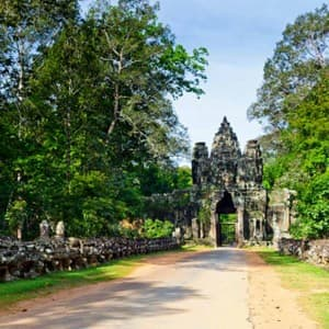 Check out these interesting pics of Bayon Temple at Angkor in Cambodia that will give you travelling goals!