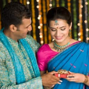 Karva Chauth 2017: 7 amazing gifting ideas for your wife as per YOUR budget
