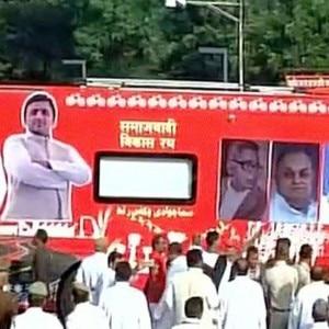 Samajwadi party's Vikas Rath Yatra: Mulayam Singh Yadav flags off CM Akhilesh Yadav's yatra in Lucknow