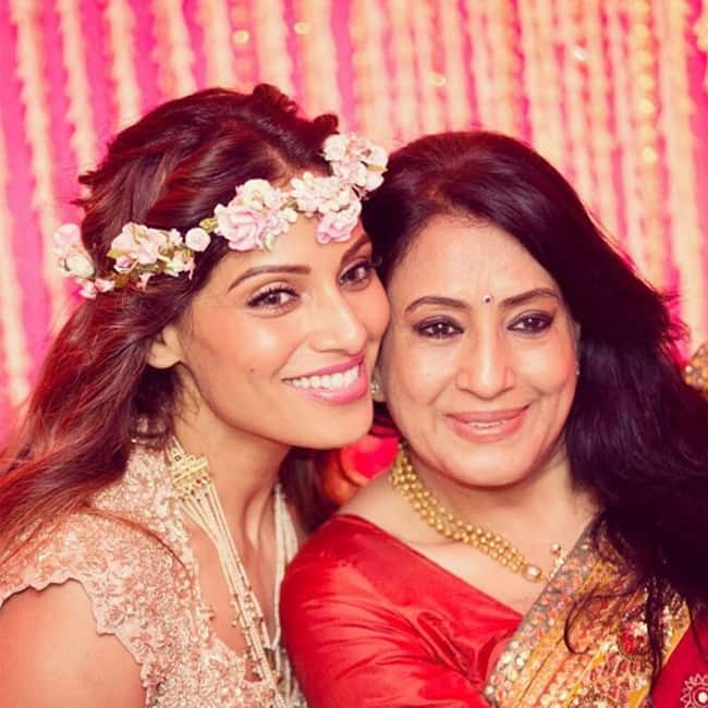 A picture of Bipasha Basu with her mother