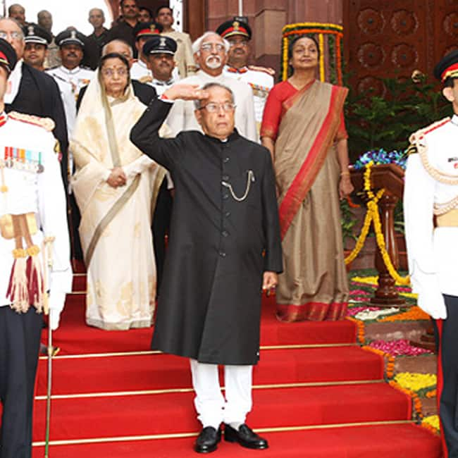 A picture of Pranab Mukherjee receiving the National Salute on 25th July 2012