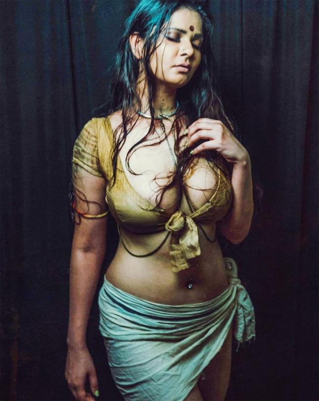 Aabha Paul Sexy Poses Photos 2021