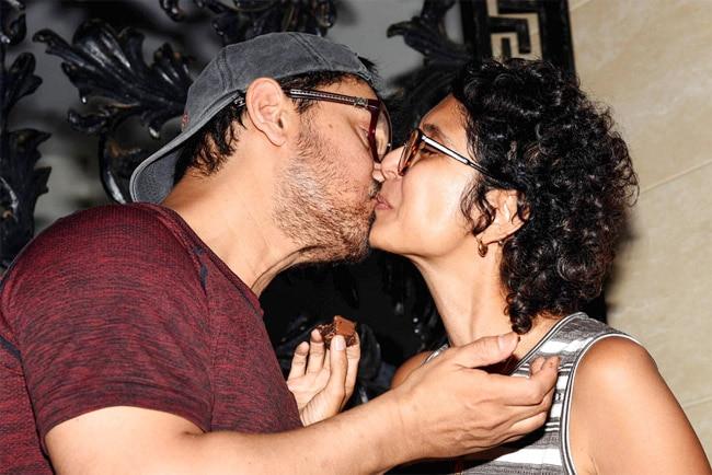 Aamir Khan  Kiran Rao Share Kiss In Public