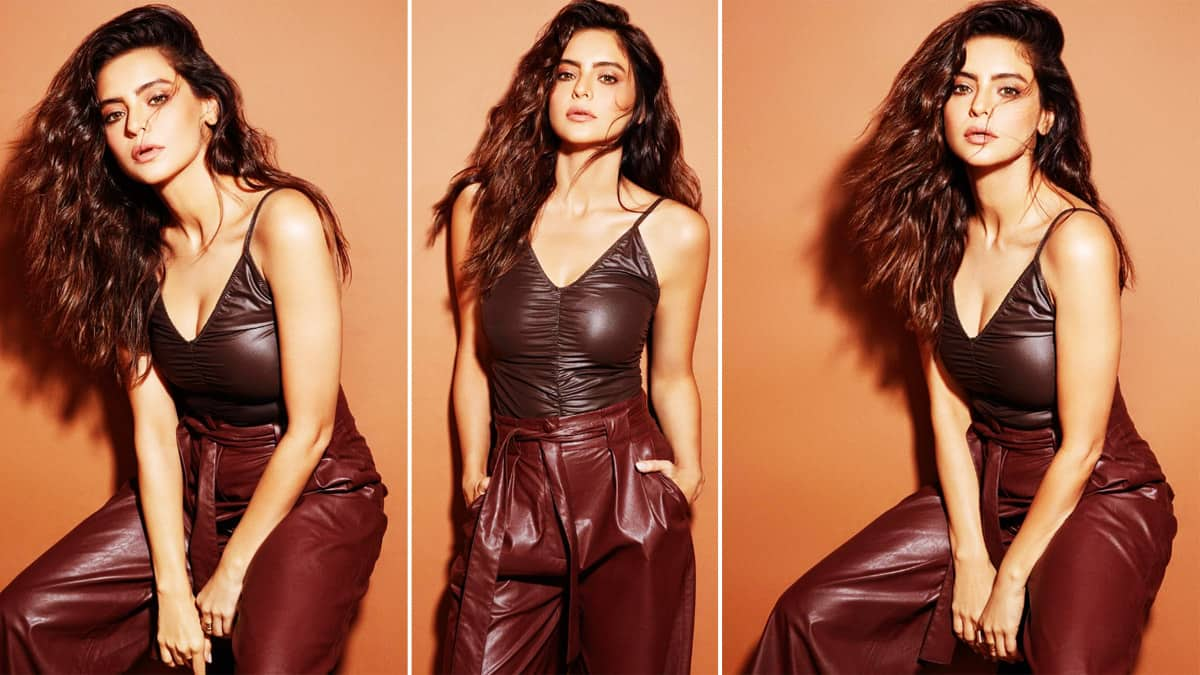 Aamna Sharif Drops Sensuous Photos on Instagram in Sexy Leather Bodysuit And Pants