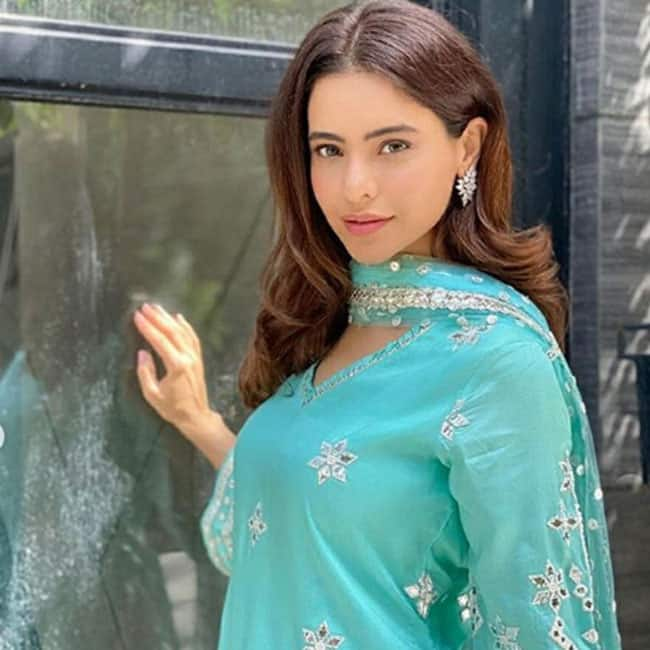 Aamna Sharif is a Look to Behold