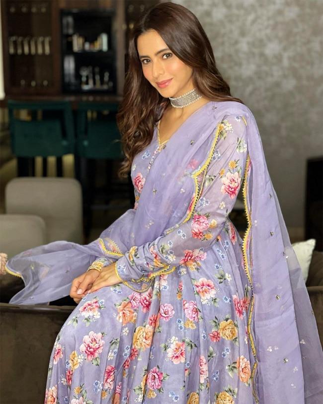 Aamna Sharif Looks Beautiful in Stunning Anarkali Suit