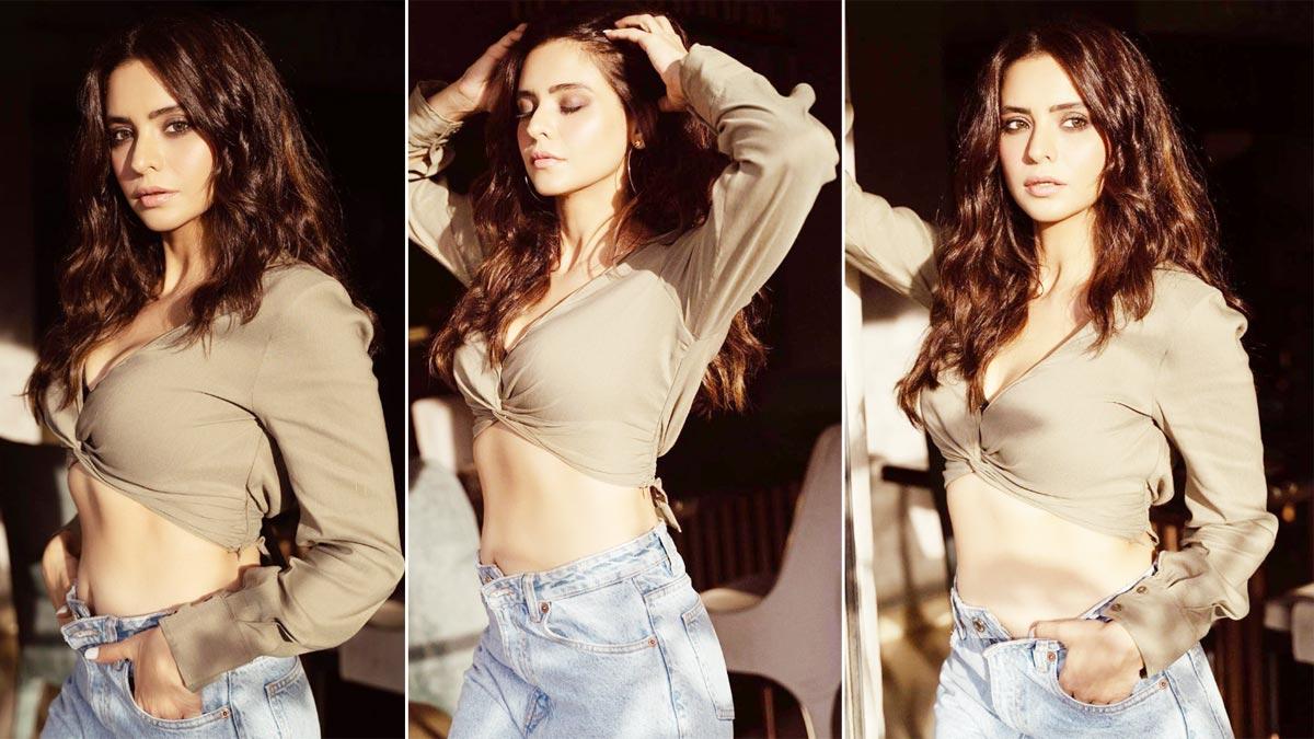 Aamna Sharif Looks Hot