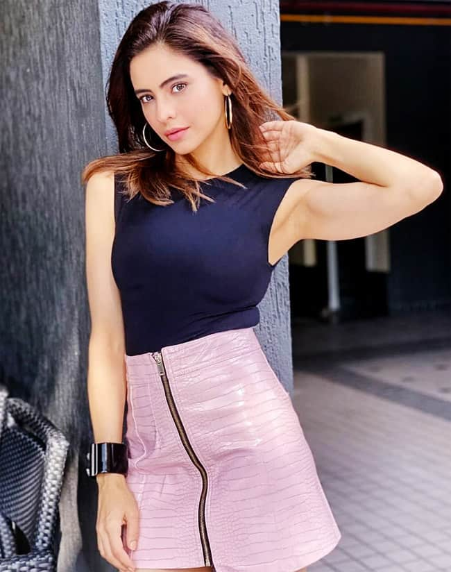 Aamna Shariff Flaunts Her Sultry Chic Look in Blue Top And Mini Zipper Skirt