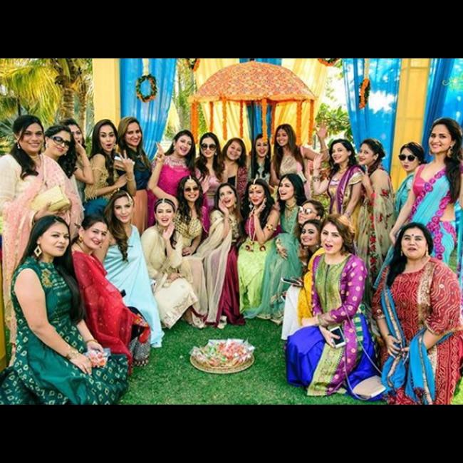 Aashka Goradia with bride squad on her mehendi ceremony