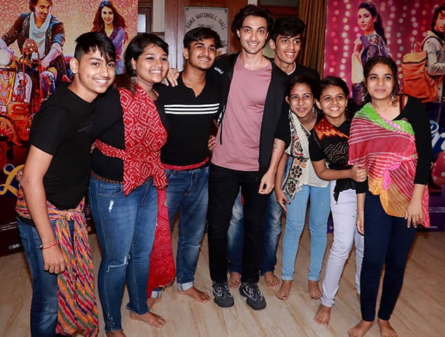 Aayush Shake a Leg With College Students During Loveratri Promotions
