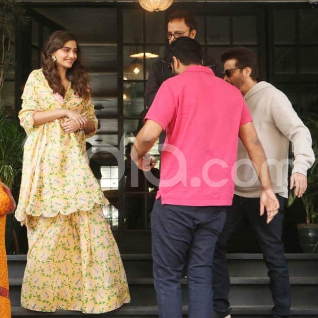 Actress kept smiling as paparazzi clicked her
