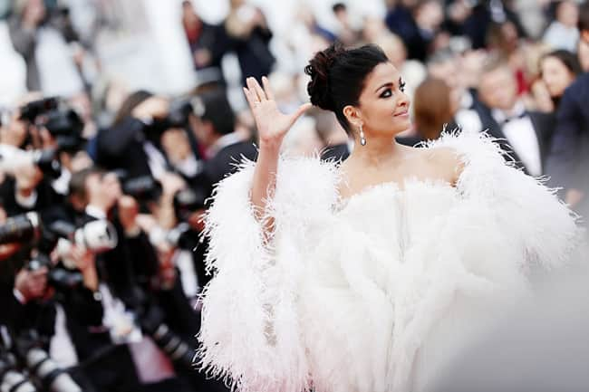 Aish goes all white at red carpet