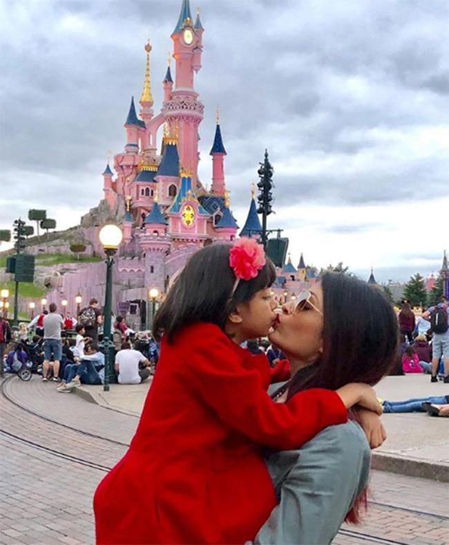 Aishwarya Rai Bachchan And Daughter Aaradhya Rai in Disneyland