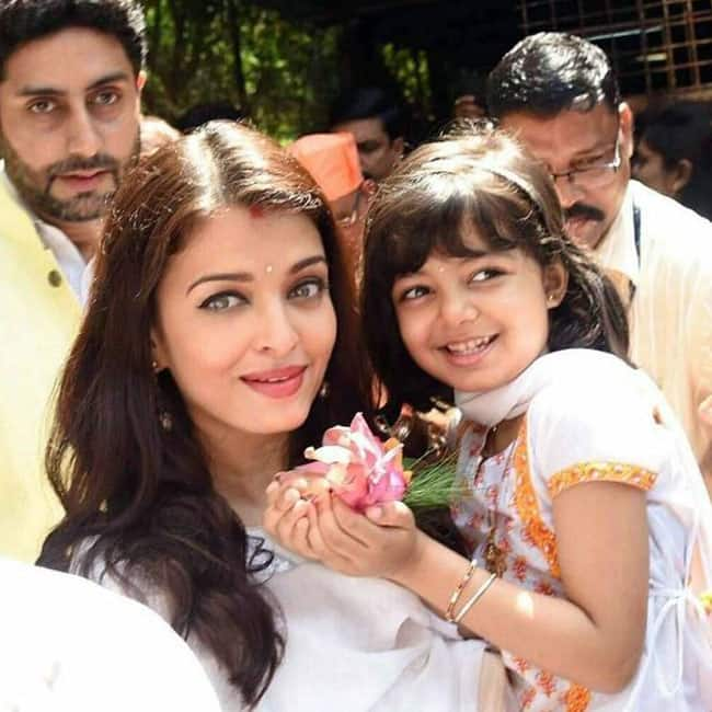 Aaradhya Bachchan posing with her birthday cake and mommy