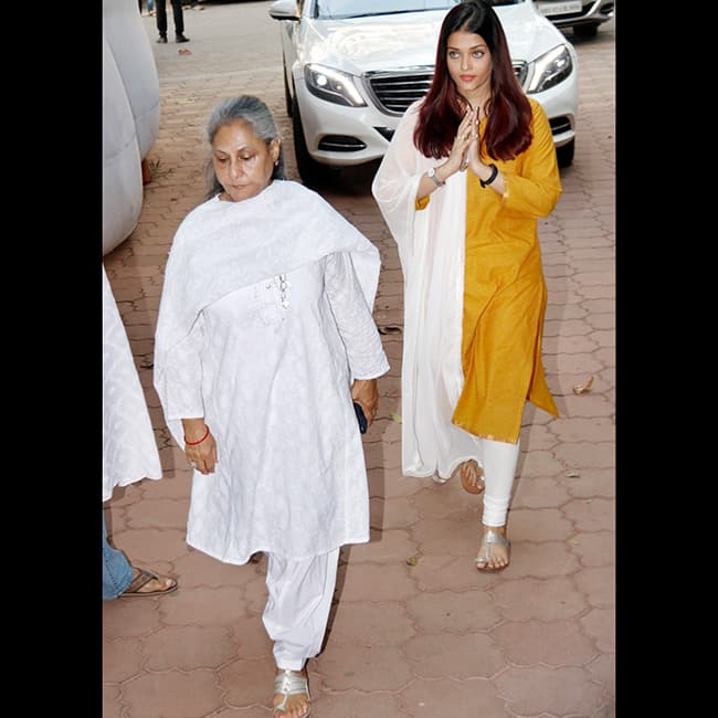 Aishwarya Rai Bachchan with Jaya Bachchan at actress Shammi   s prayer meet