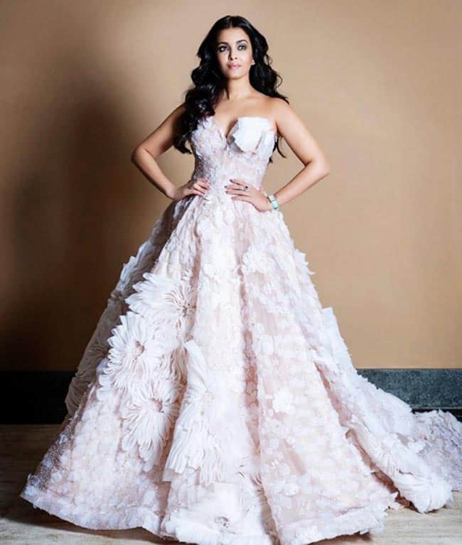 Aishwarya Rai   s white lavender outfit reminds us of Cinderella